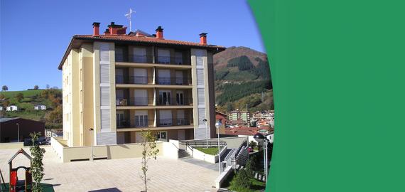 Edificio de 20 viviendas, local comercial, almacén municipal y garajes en Zumarraga